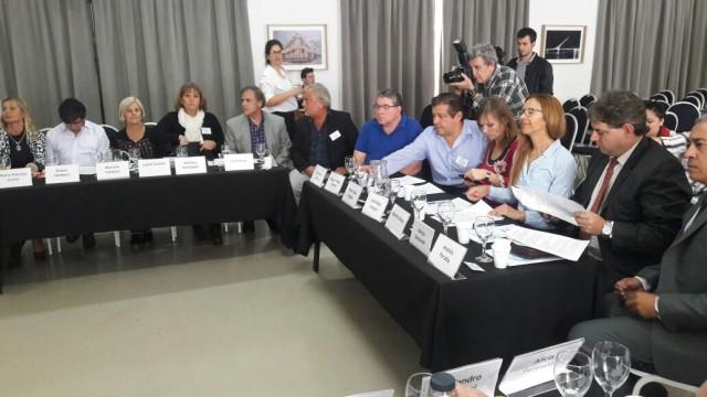 Defensora firmó la creación de ADPRA como asociación civil