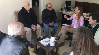 Cesanteados municipales durante la dictadura pidieron apoyo a la Defensora