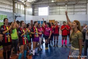 La Defensora del Pueblo de Bariloche junto a las participantes del torneo