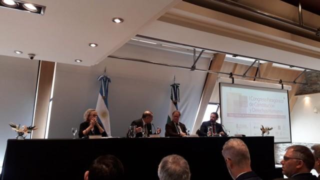 """La Defensora del Pueblo de Bariloche, la Dra. Beatriz Oñate, participó del """"Primer Congreso Patagónico de Constitución y Derechos Humanos"""""""