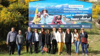 Integrantes de la Mesa 6 de Septiembre renovaron el cartel de bienvenida de Bariloche y entregaron reconocimientos