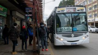 La Defensoría del Pueblo de Bariloche solicitó cambio de fecha u horario de la Audiencia Pública por el aumento del boleto del TUP