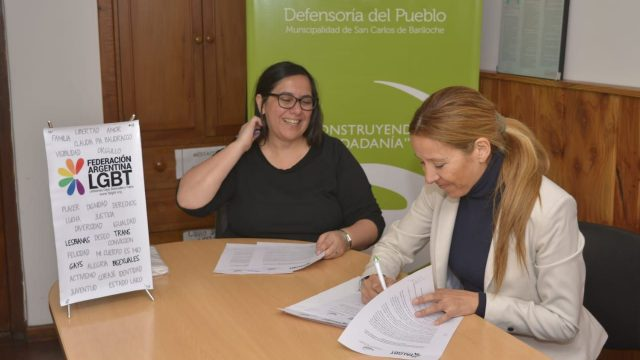 La Defensoría del Pueblo de Bariloche firmó convenio de cooperación mutua con la Federación Argentina de Lesbianas, Gays, Bisexuales y Trans