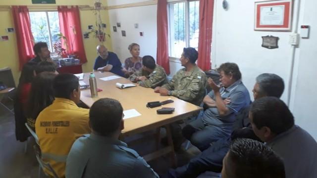 Se realizó reunión en la Junta Vecinal Villa Los Coihues con el fin de revisar las cuestiones atinentes a la seguridad en el período del verano