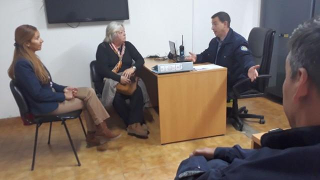 La Defensora del Pueblo de Bariloche, la Dra. Beatriz Oñate, y la integrante de la Comisión de Derechos Humanos de la Legislatura de Río Negro, la legisladora Mariana Dominguez, se reunieron con referentes de la Comisaría Nº 42