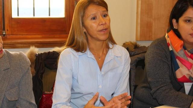 """Defensora del Pueblo se reunió con vecinos de la """" toma de la loma"""""""